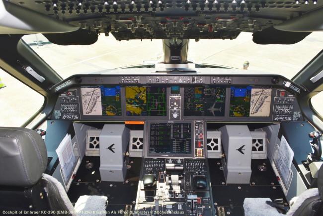 DSC_0766 Cockpit of Embraer KC-390 (EMB-390) PT-ZNJ Brazilian Air Force (Embraer)