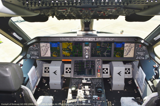 DSC_0766 Cockpit of Embraer KC-390 (EMB-390) PT-ZNJ Brazilian Air Force (Embraer)