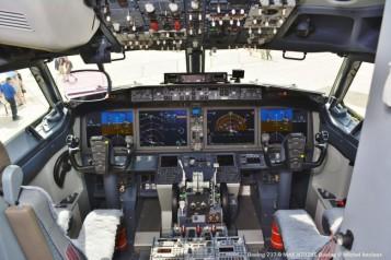 Cockpit Boeing 737-9 Max N7379E Boeing © Michel Anciaux