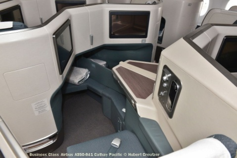 03 Business Class Airbus A350-941 Cathay Pacific © Hubert Creutzer