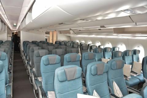 14 Economy Class Airbus A350-941 Cathay Pacific © Hubert Creutze