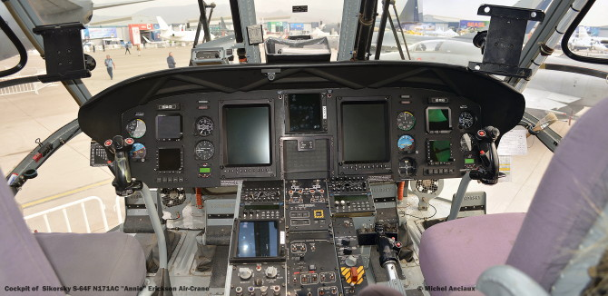 DSC_0105 Cockpit of Sikorsky S-64F N171AC ''Annie'' Erickson Air-Crane © Michel Anciaux