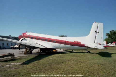 img610 Douglas C-117D N212DD D&D Parts Inc. © Michel Anciaux