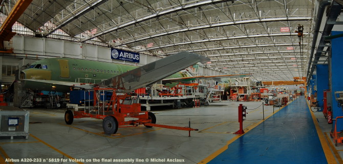 030 Airbus A320-233 n°5819 for Volaris on the final assembly line © Michel Anciaux