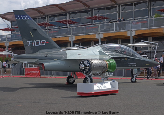 DSC07258 Leonardo T-100 ITS mock-up © Luc Barry