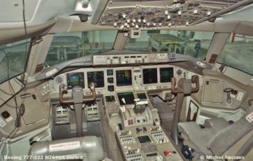 89 Boeing 777-222 N769UA United © Michel Anciaux