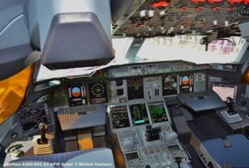 DSC_0115 Copckpit of Airbus A380-861 A7-APW Qatar © Michel Anciaux