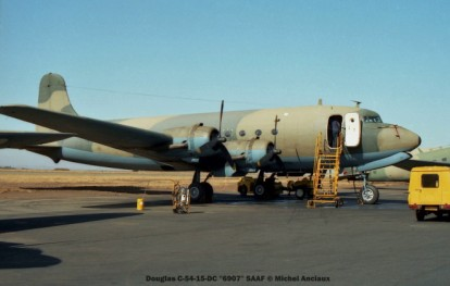img921 Douglas C-54-15-DC ''6907'' SAAF © Michel Anciaux