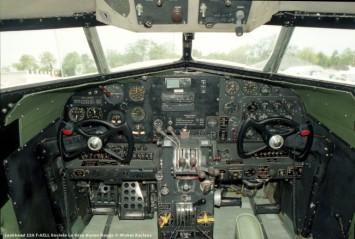 img037 cockpit lockheed 12a f-azll societe le gros biplan rouge © michel anciaux