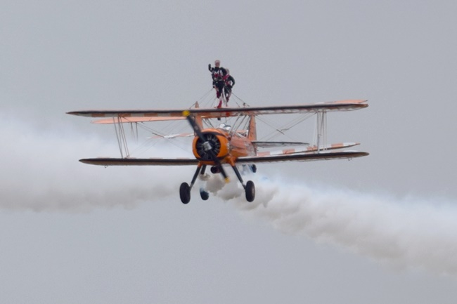 DSC_2891 Aerosuperbatic Wing Walking Team © Michel Anciaux