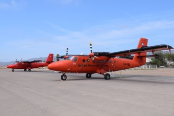DSC_0043 De Havilland Canada DHC-6-300 Twin Otter VP-FBL & De Havilland Canada DHC-6-300 Twin Otter VP-FBB British Antarcti