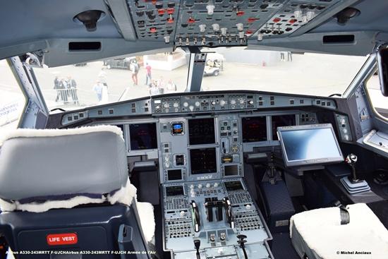 DSC_0076 Airbus A330-243MRTT F-UJCHAirbus A330-243MRTT F-UJCH Armée de l'Air © Michel Anciaux